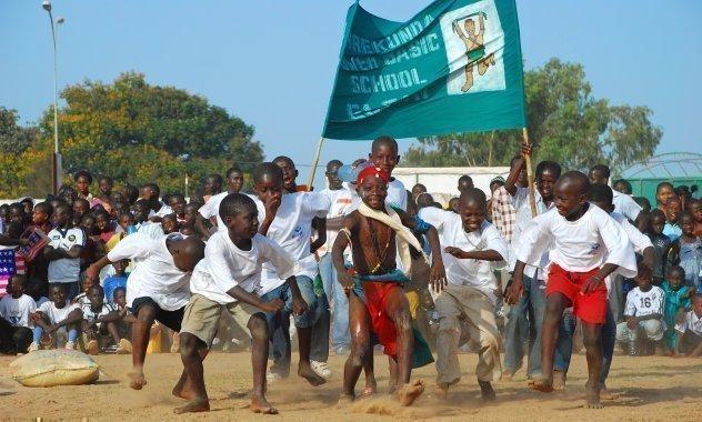Concours de sport à l'école dans un village d'enfants SOS.