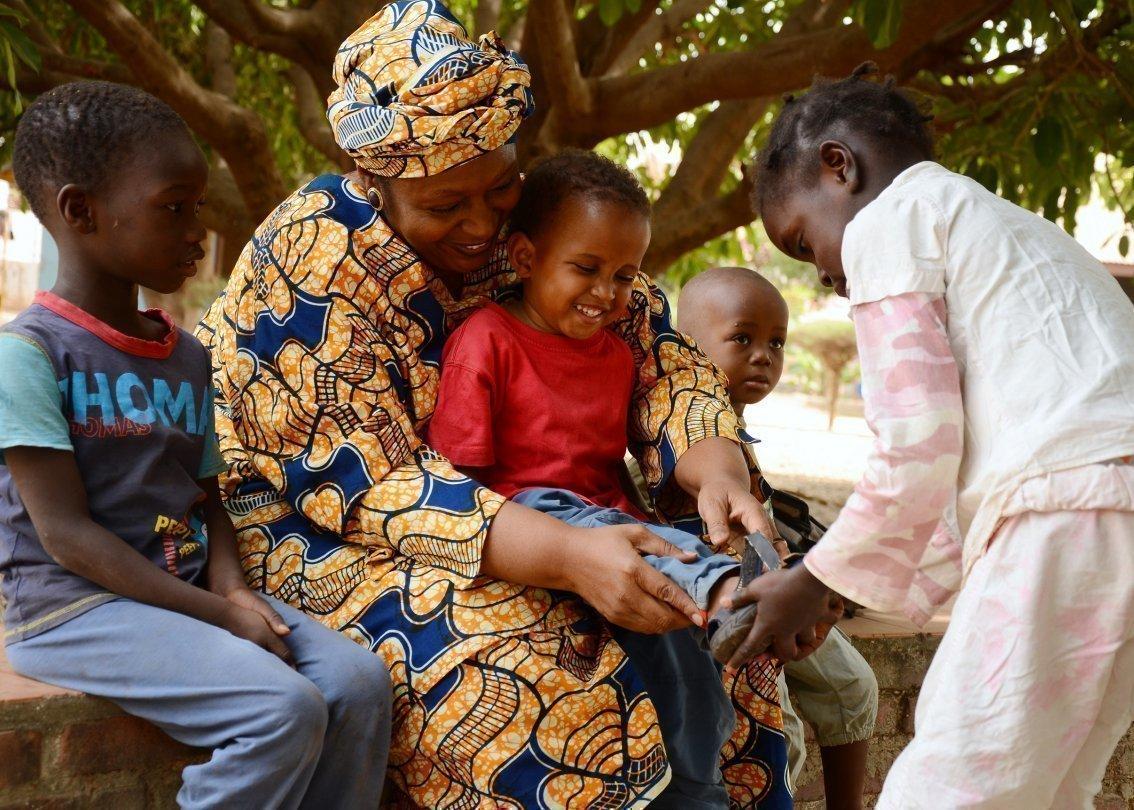 Les mamans SOS veillent au développement et à l'épanouissement des enfants dans les villages d'enfants SOS.