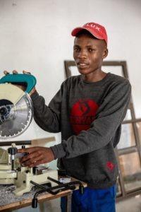 «J'apprends un métier d'avenir.» Madiba (17ans)