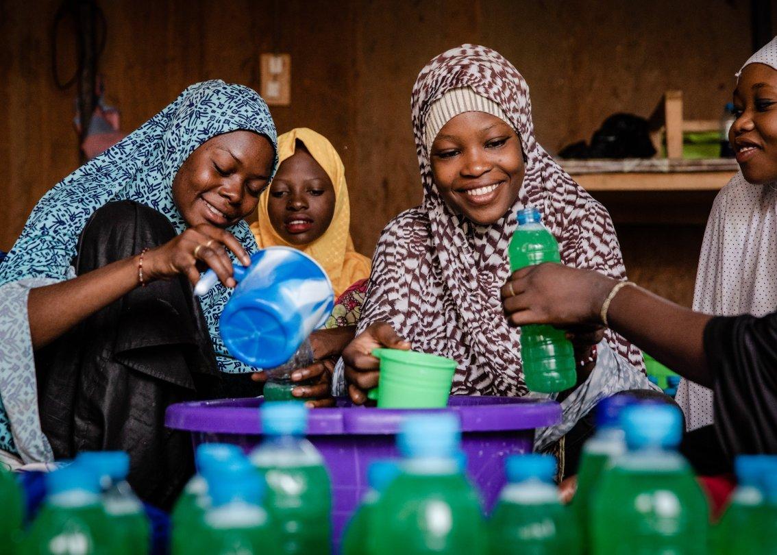 Des jeunes femmes du Niger au travail