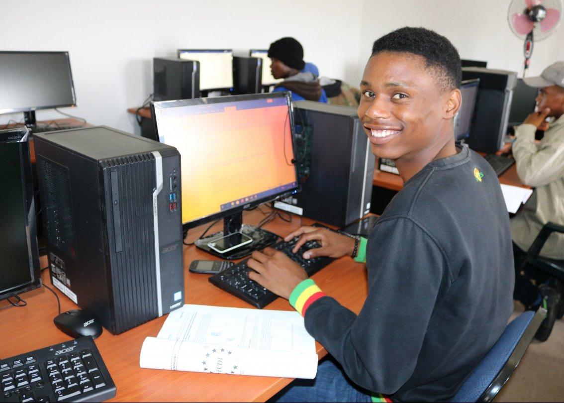 Un participant au programme de développement de la jeunesse du Lesotho.